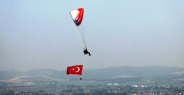 Sakarya semalarında Türk Bayrağı dalgalandırdı