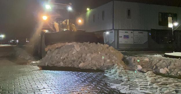 Serdivan ASEM'de kar temizliği