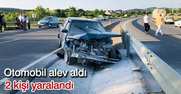 Otomobil alev aldı! 2 kişi yaralandı