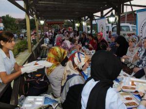 Tarihi Cami bahçesinde iftar