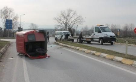 Batakköy kavşağında iki araç birbirine girdi