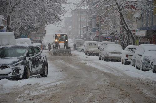 Karasu'da karla mücadele çalışmaları sürüyor