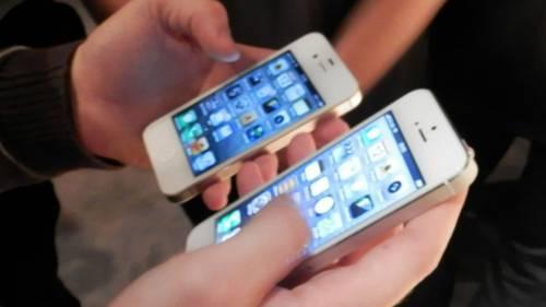 Erkekler daha çok cep telefonu değiştiriyor