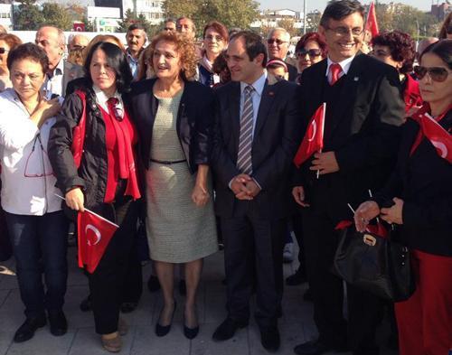 CHP SAKARYA ÖRGÜTÜ ANITA ÇELENK SUNDU