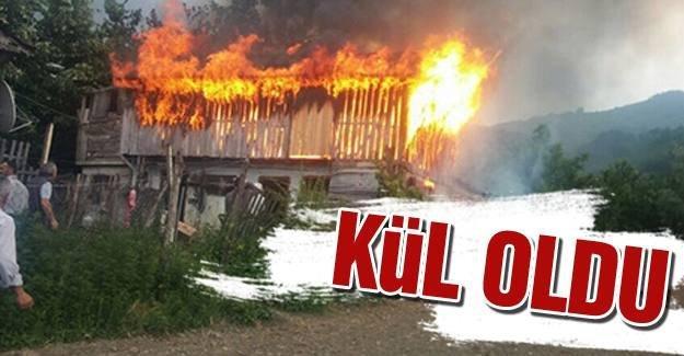 Akyazı'da samanlık yangını