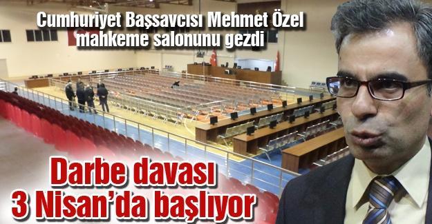 Cumhuriyet Başsavcısı Mehmet Özel mahkeme salonunu gezdi