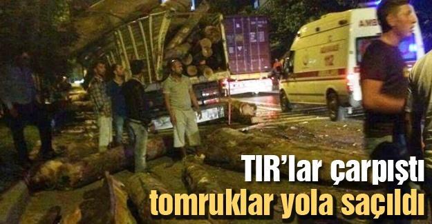 TIR'lar çarpıştı  tomruklar yola saçıldı