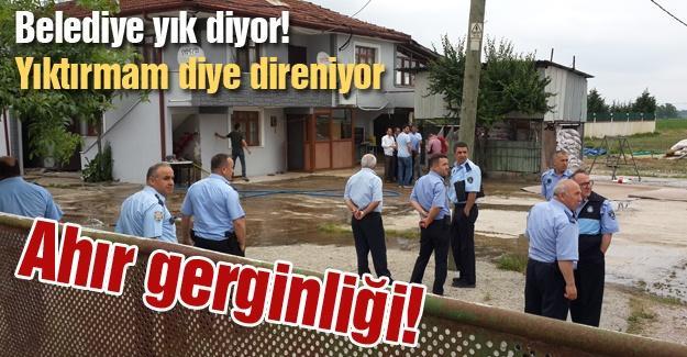 Belediye yık diyor! Yıktırmam diye direniyor