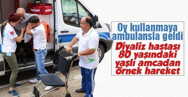 Oy kullanmaya ambulansla geldi