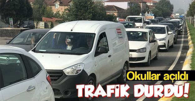Okullar açıldı trafik durma noktasına geldi