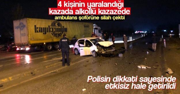 Yaralı kazazede ambulans şoförüne silah çekti