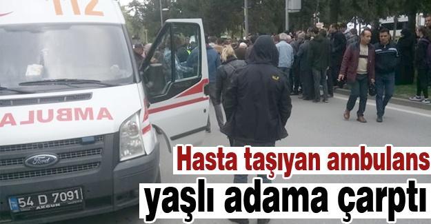 Hasta taşıyan ambulans yaşlı adama çarptı