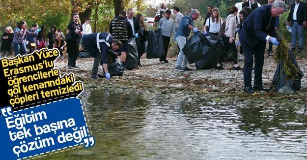 Erasmus'lu öğrenciler göl kenarındaki çöpleri temizledi