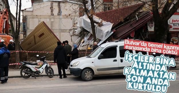 Bulvar'da bina çöktü!
